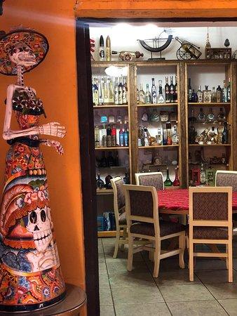 Hidalgo del Parral, Mexico: Dentro del Hotel Boutique El Viejo Mundo en Parral, contamos con el Restaurante La Casa del Tequila, donde contamos con el Museo del Tequila más grande de México, con más de 2100 botellas diferentes. Reserva al 📞01 627 1382894