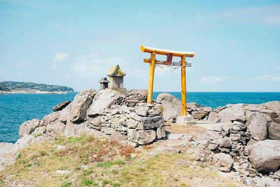 Iki, Japan: 青い海を背に、朱い鳥居が美しい。