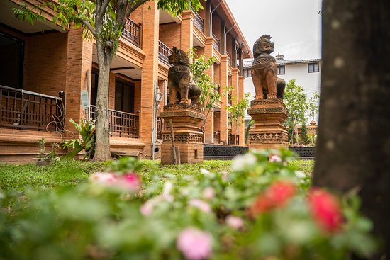 Taken within the grounds of Phor Liang Meun Terracotta Arts Hotel