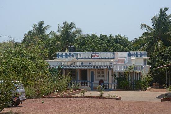Vijaydurg, India: Shubhankar Homestay Parking