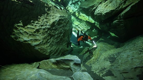 Mo i Rana, นอร์เวย์: Curious about the mysteries of the mountains? Join one of our cave courses to get a taste of how it is to float weightlessly around in the huge halls of natures own art. No tight spots - just crystal clear water, improved diving skills and fun! Photo: Pekka Tuuri
