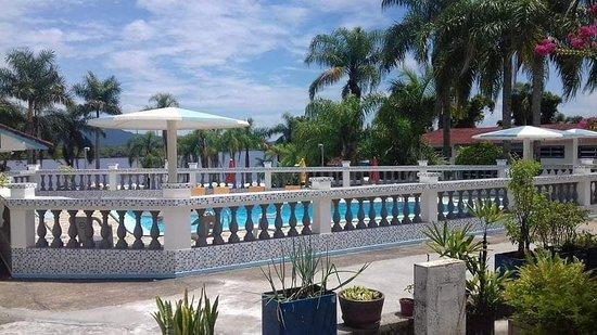 Hotel Costa Azul: área de lazer, piscina, quadra poliesportiva.