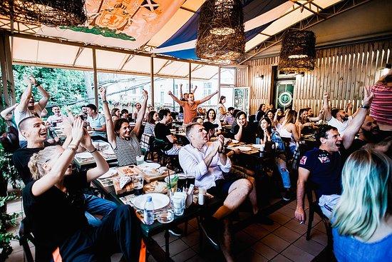 Corvin Pub: Летняя терраса