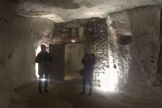 Seuilly, Francia: Un aspect des caves, creusées dans la roche