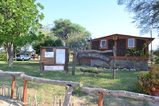 Rundu, Namibia: Der Eingangsbereich des Camp Hogo Kavango.