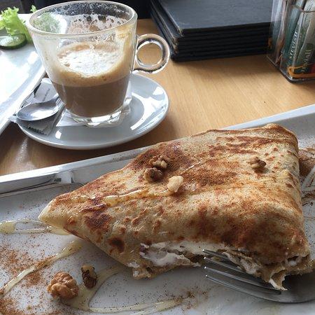 Vithos Cafe: Coffee w/baileys & the Honey Bunny (Sweet Crepe)