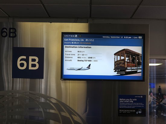 United Airlines: UA2352 PHX to SFO 737-900 - PHX Airport Gate 6B Monitors w/ Flight Info