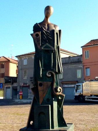 Ferrara, Taliansko: Statua dechirichiana