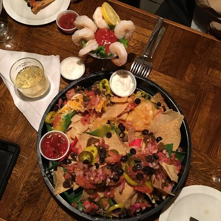 Westport, Νέα Υόρκη: Nachos and Wings Ample Appetizers
