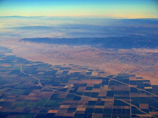 United Airlines: UA358 SFO-LAS 737-800 FC Seat 2F - Inland Heading to Las Vegas