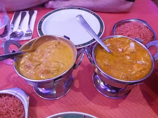 Taj Mahal Palma: Buen curry con un buen arroz para acompañar.Presentado con el clásico calentador hindú.