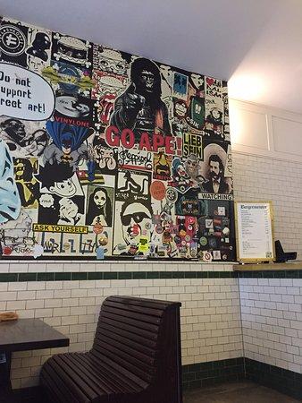 Burgermeister Kottbusser Tor: Foto del interior del local.