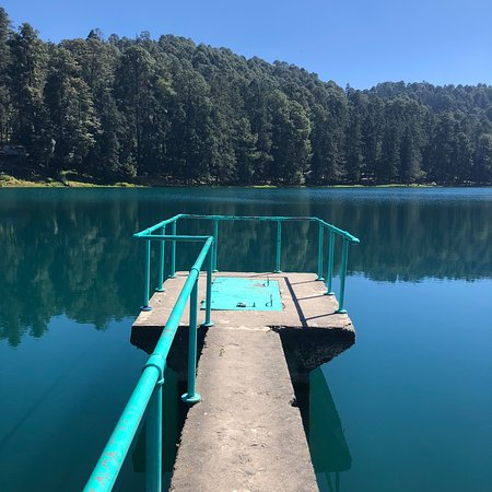Los Azufres, Mexico: This dock is a great spot for incredible pictures, is not a the hotel but just around the lake, you can walk, drive or even rent a small boat to get there