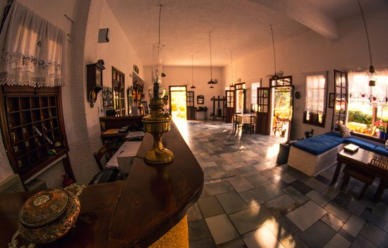 Vagia Hotel Restaurant: Our living room. Many times used for Yoga sessions as well!