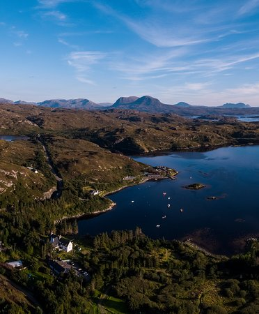 Scourie, UK: Eddrachilles Hotel Restaurant Set on the coast of North West Sutherland, by the North Coast 500 route...a location far from ordinary...