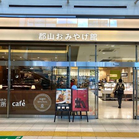 Koriyama, Japon : 郡山駅おみやげ館