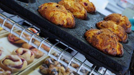Wolfe Island Bakery: Muffins!