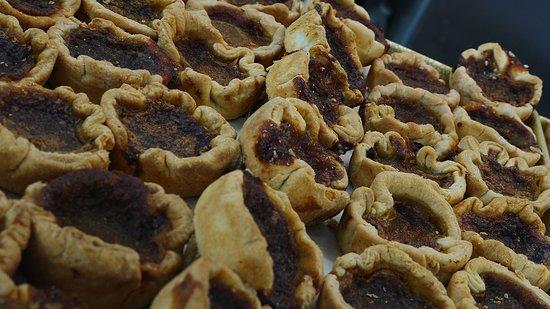 Wolfe Island Bakery: Butter tarts!