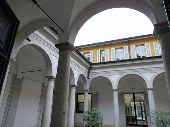Ex Collegio della Guastalla: Il cortile porticato