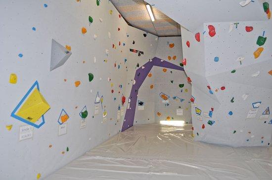 Die Boulderhalle Gletschersonne in Uttendorf im Pinzgau bietet Kletter- und Boulderspaß für Groß und Klein. Wann kommst du zur nächsten Boulder-Session?