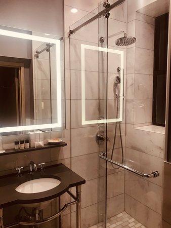 Beautiful Art Deco Hotel In Fantastic Location!!