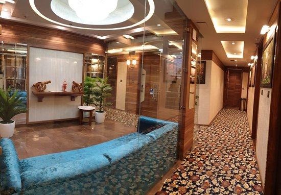 Hotel Makhan Residency Photo