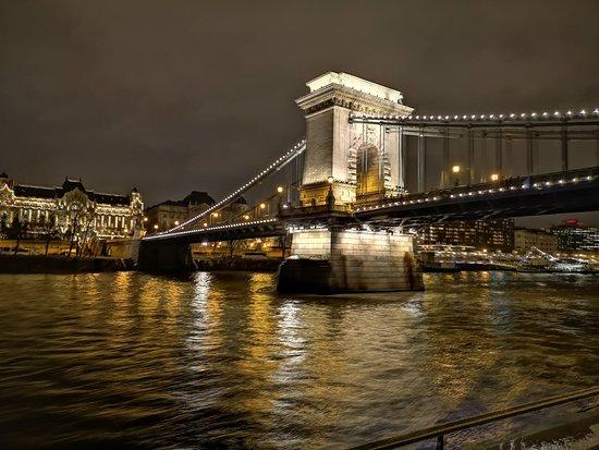 Budapest, Hungría: Puente de las cadenas
