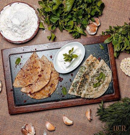 Национальный фастфуд - нежные кутабы с начинкой из мяса, зелени и тыквы. 🙂