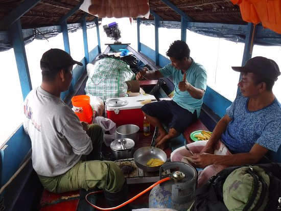 4-Day Amazon Wildlife Adventure in Pacaya-Samiria Reserve from Iquitos, Peru: Inside the boat - Joey, Rubin and Percy.