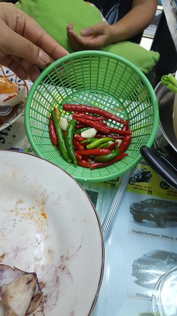 I asked for the recipe of the sauce and Kan brought the ingredients out in a basket :-D