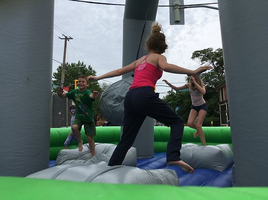 Sutton, Canada: The free obstacle course in our Kids' zone during Festival on High.