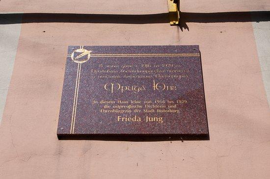 Frida Yung Memorial Plaque