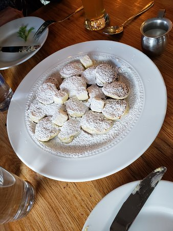 Proffertjes: 16 tiny lil' yeasted pancakes, powdered sugar