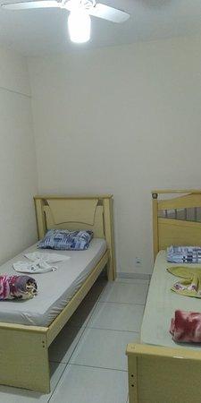 Foto de Hotel E Restaurante du Bosque, Sao Miguel do Anta: Em cada quarto possui uma espaço para acomodar as coisas - Tripadvisor