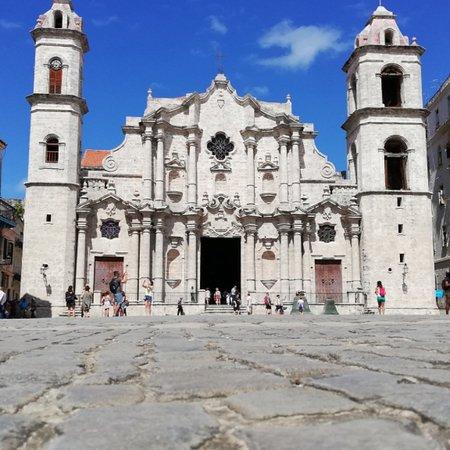 Plaza de la Catedral, Havana Free Tour.