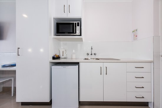 Casa Nostra Motel Mackay: Studio Kitchen, three rooms available all refurbished for your enjoyment.