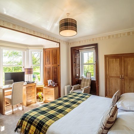 Torrs Warren Country House Hotel