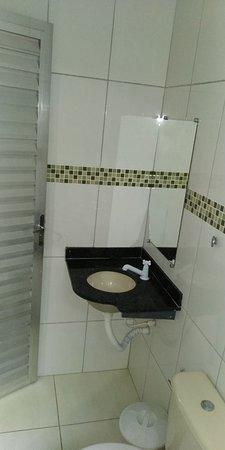 Banheiro semelhante nos demais quartos