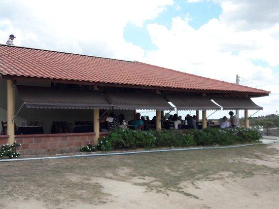 Sao Sebastiao de Lagoa de Roca: A ampla varanda do restaurante