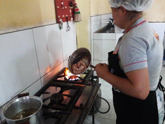 Sao Sebastiao de Lagoa de Roca, PB: Um passeio pela cozinha do restaurante.
