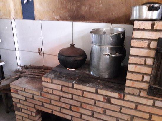 Sao Sebastiao de Lagoa de Roca: O fogão de lenha.