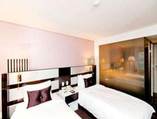 Premier Twin Bed Room