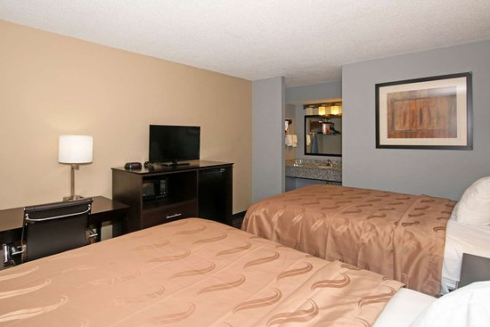 Clinton, SC: Guest room with two beds