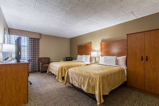 Wickliffe, OH: Guest room with double bed(s)