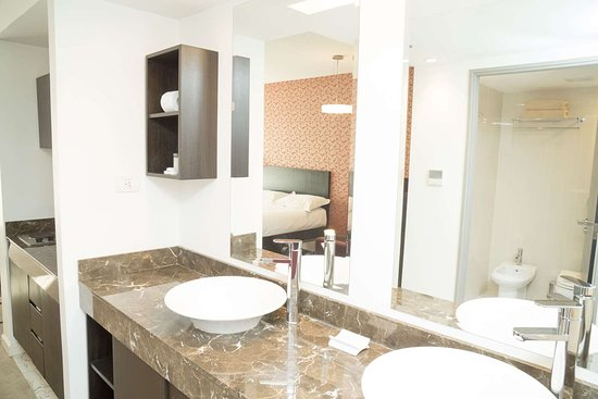 Howard Johnson Buenos Aires Abasto: Guest room bath