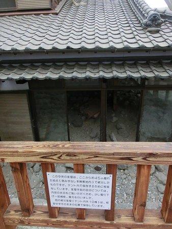 屋内には当時の被災状況のまま復元保存された家屋もある