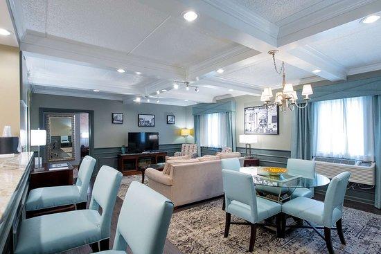Best Western Plus Franklin Square Inn Troy/Albany: Fulton Suite