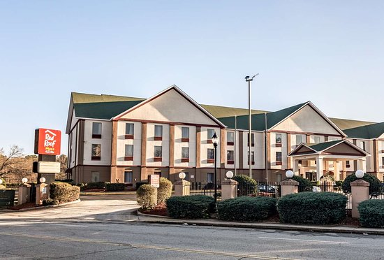 Red Roof PLUS+ & Suites College Park - ATL Airport