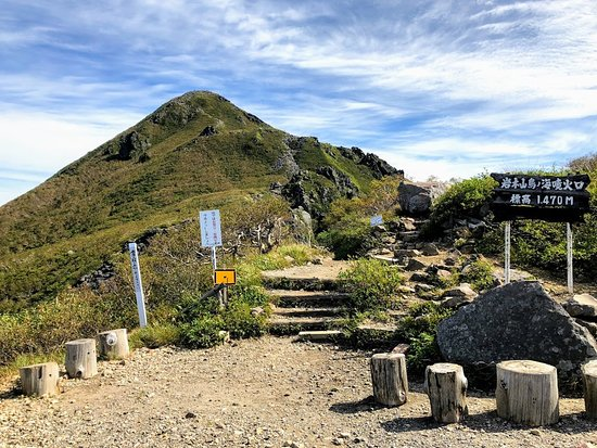 Mt. Iwaki: 登山道