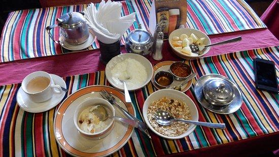 朝食が付いていましたので、ミルクティーとヨーグルトをお願いしました。